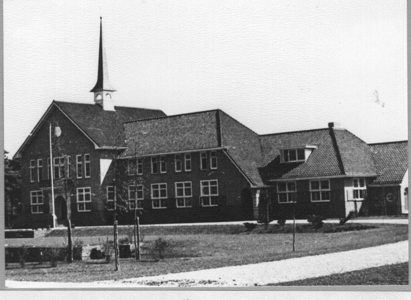 Gemeentehuis van 1939 tot 2001 aan J.G. Legroweg te Paterswolde