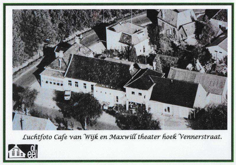 Luchtfoto Café van Wijk en Maxwill Theater; hoek Vennerstraat-Nieuwe Akkers