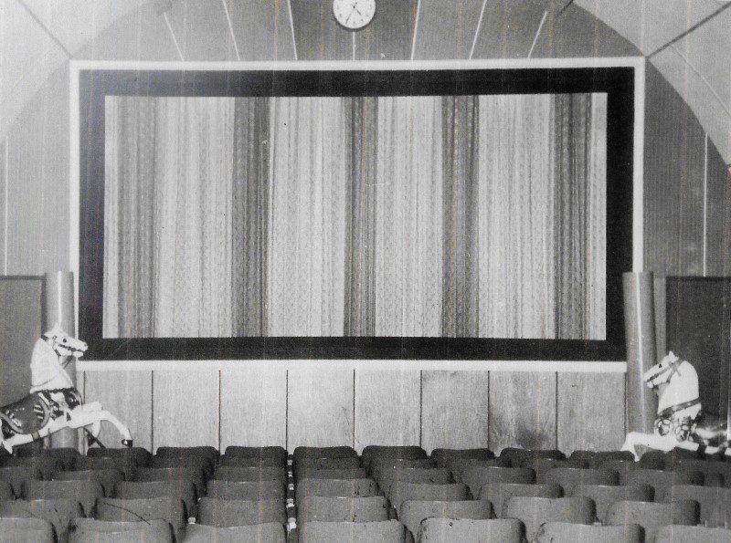 De bioscoopzaal in het Maxwill Theater